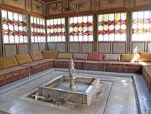 一个夏天树荫处的内部在Hansky宫殿 Bakhchisarai, C 免版税库存照片