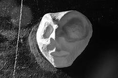 一个外籍人鬼魂的头在墙壁上的 免版税库存图片