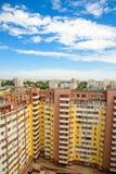 一个多层的大厦在城市,从上面的看法 图库摄影
