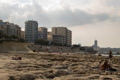 一个多岩石的海滩在马耳他 免版税库存照片