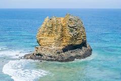 一个多岩石的海滩的海岸线沿大洋路,维多利亚的 图库摄影
