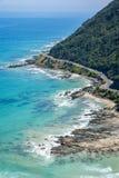 一个多岩石的海滩的海岸线沿大洋路,维多利亚的 免版税库存图片