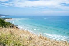一个多岩石的海滩的海岸线沿大洋路,维多利亚的 库存图片