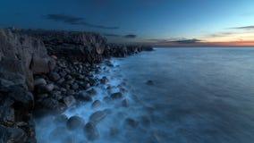 一个多岩石的海滩 免版税图库摄影
