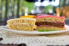 一个多彩多姿的饼的片断 免版税图库摄影