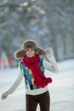 一个多雪的毛茸的敞篷的少妇 免版税库存图片
