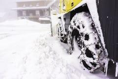 一个多雪的雪犁的特写镜头 免版税库存照片