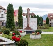 一个大十字架在圣洁皇帝康斯坦丁和海伦娜的东正教庭院里在Alexandru Odobescu街上的在 免版税库存图片
