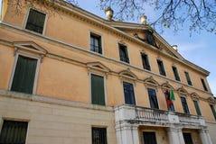 一个大厦的东部门面在里维埃拉圣Benedetto在帕多瓦在威尼托(意大利) 库存图片