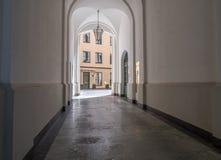一个大厦的拱道在城市慕尼黑,德国 库存图片