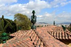 一个大厦的铺磁砖的屋顶在Laribal巴塞罗那庭院里  库存照片