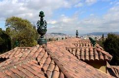 一个大厦的铺磁砖的屋顶在Laribal巴塞罗那庭院里  库存图片