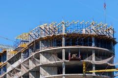 一个大厦的建造场所与脚手架的 工业图象 库存图片