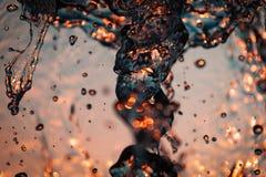 一个大喷泉的水波 免版税库存图片