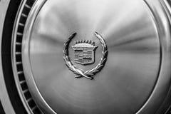 一个大型个人豪华汽车卡迪拉克黄金国的轮毂罩 库存照片