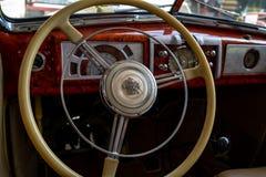 一个大型汽车别克特别系列40的内部 免版税库存图片