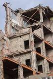 一个大大厦的爆破在城市中间的 免版税图库摄影