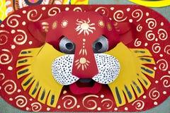 一个大大小五颜六色的老虎面具 库存图片