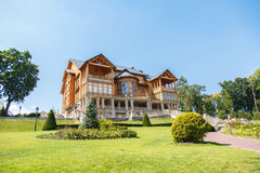 一个大木豪宅 库存照片