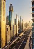 一个大未来派城市的风景地平线有世界最高的摩天大楼的 免版税库存图片