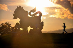 一个大神话雕象在公园 库存图片