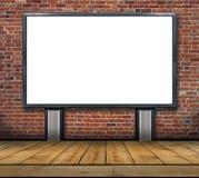 一个大空白的广告牌附加砖墙里面与木地板 免版税库存照片