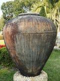 一个大葡萄酒泥罐 免版税库存图片