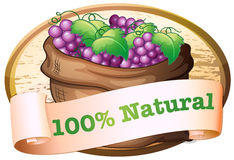 一个大袋与一个自然标签的新鲜的葡萄 免版税库存图片