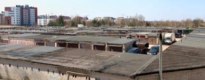 一个大车库合作社的Ruberoid屋顶 免版税库存照片