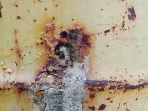一个大金属水容器的被绘的钢铁表面 免版税库存照片