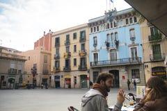 一个大阳台的人们在巴塞罗那,西班牙 免版税库存图片