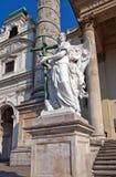 一个天使的雕象在圣查尔斯教会里。维也纳,奥地利 免版税库存照片
