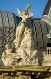 一个天使的雕象在大教堂屋顶的 免版税库存照片