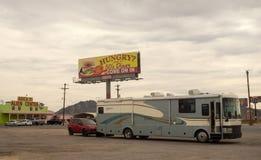 一个奇怪的加油站的外部在罗斯维尔,美国的 免版税图库摄影