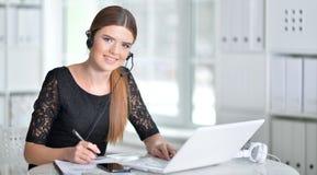 一个女商人的纵向在工作 免版税库存图片