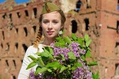 一个女孩在第二次世界大战中 库存图片