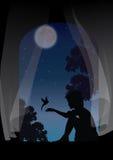 一个女孩坐在窗口的,与鸟的戏剧 免版税库存照片