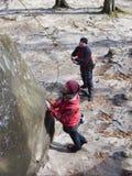 一个女孩将攀登山 库存照片