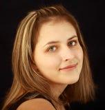 青少年的女孩17岁,灰色目,有雀斑,白种人appearanc 库存照片