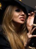 一个女孩巫婆的画象在万圣夜 库存图片