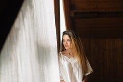 一个女孩的柔和的早晨 免版税图库摄影