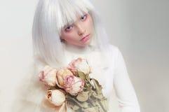 一个女孩的画象一顶白色假发的 美妙的图象 免版税库存图片