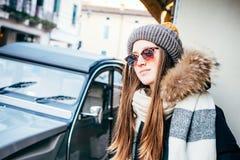 一个女孩的画象有太阳镜的, 免版税库存照片