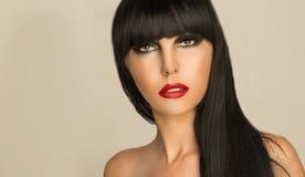 一个女孩的画象有黑发和专业构成的 库存图片
