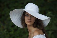 一个女孩的纵向帽子的 库存图片