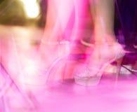一个女孩的脚短剑的在阶段 免版税库存照片