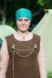 一个女孩的画象中世纪斯堪的纳维亚服装的 库存图片