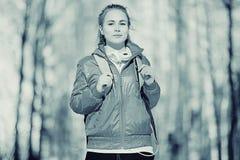一个女孩的画象冷的口气的 库存照片