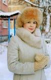 一个女孩的画象在冬日 免版税库存照片