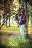 一个女孩的画象在晚上阳光下 库存图片
